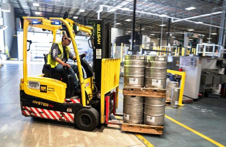 Forklift Rental: Tips For Transporting Goods