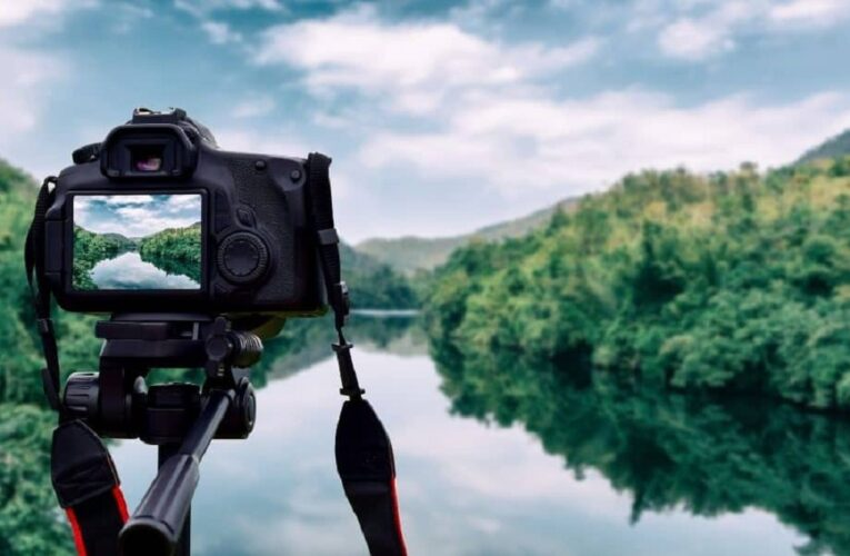 DSLR Camera with Wi-Fi and Bluetooth